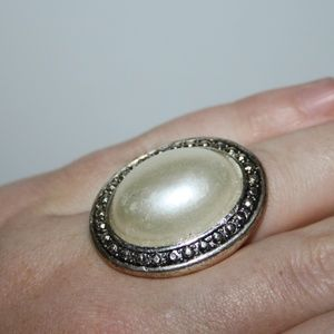 Beautiful silver and pearl ring